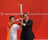 2008年9月1日 俞正声交过残奥会火炬