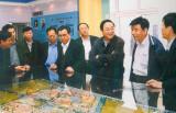 2001年 俞正声到天津视察梅江生态住宅区