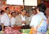 2010年6月 俞正声在上海市徐汇区调研